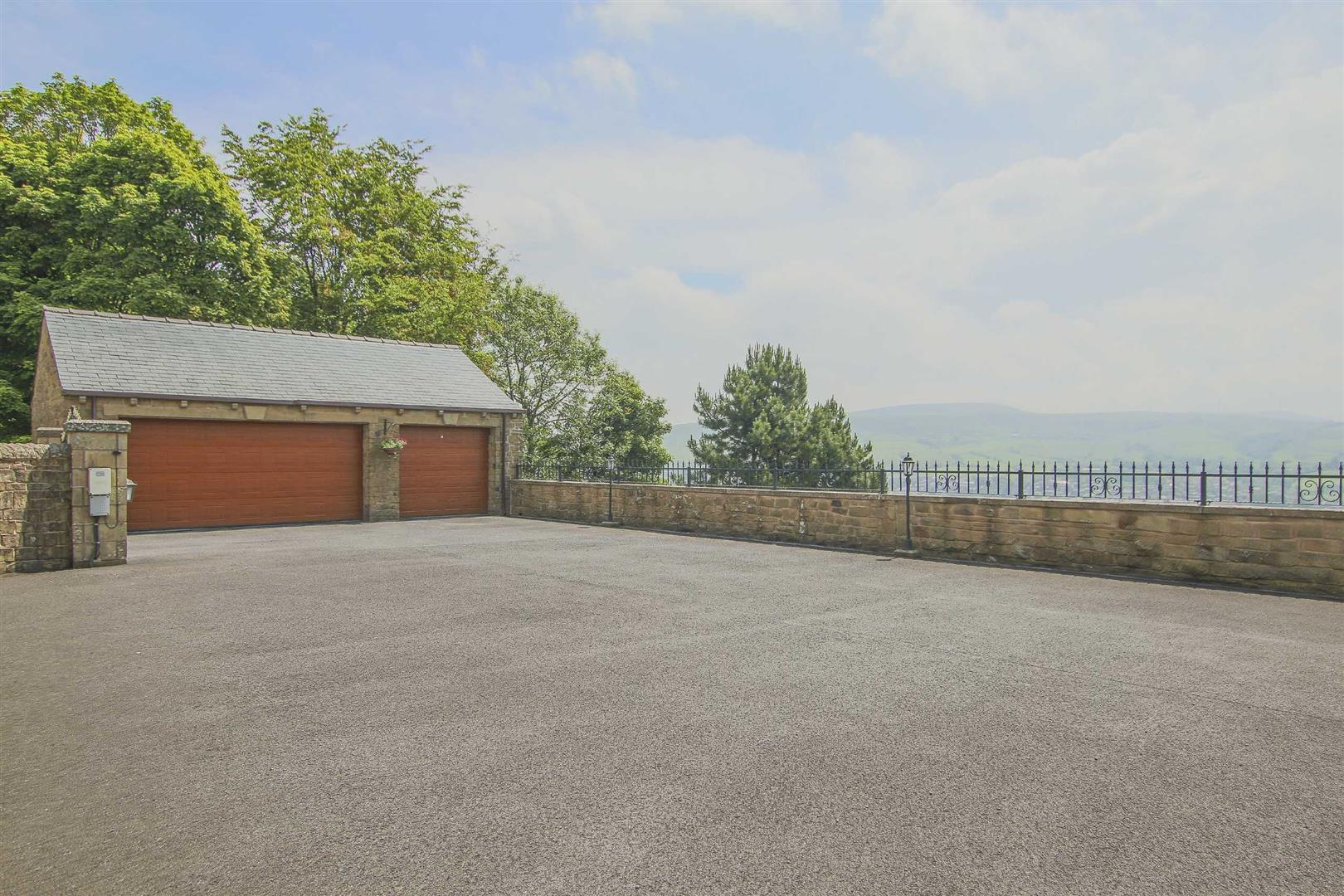 4 Bedroom Barn Conversion For Sale - p033135_50.jpg